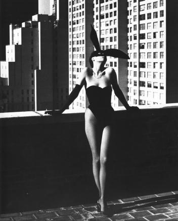 Photography_Elsa_Peretti_New_York_1975_by_Helmut_Newton_edited-1