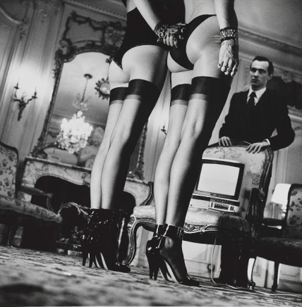 Two-pairs-of-legs-helmut-newton